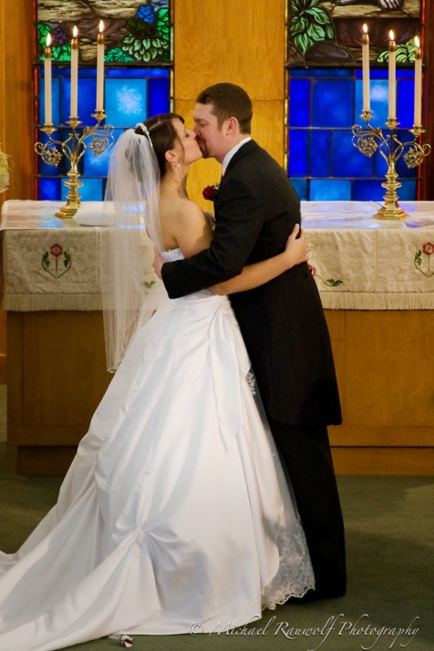 Altar Kiss no preacher
